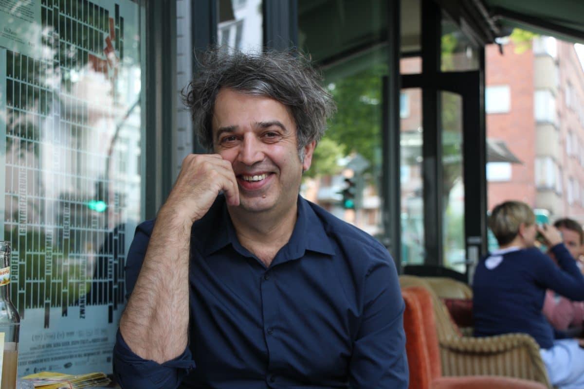 Behzad Safari ist der Inhaber des Programmkinos in der Müggenkampstraße. Foto: Catharina Rudschies