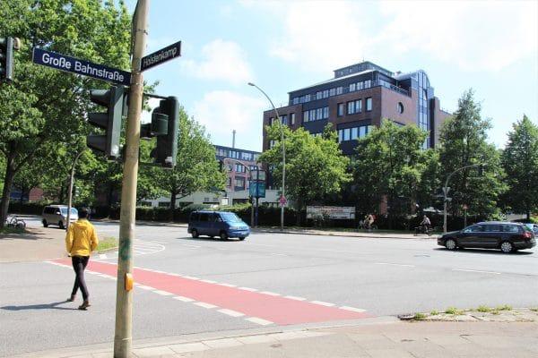 Der Transporter kollidierte an der Kreuzung Große Bahnstraße/Holstenkamp mit dem Radfahrer. Foto: Gesche Pelters