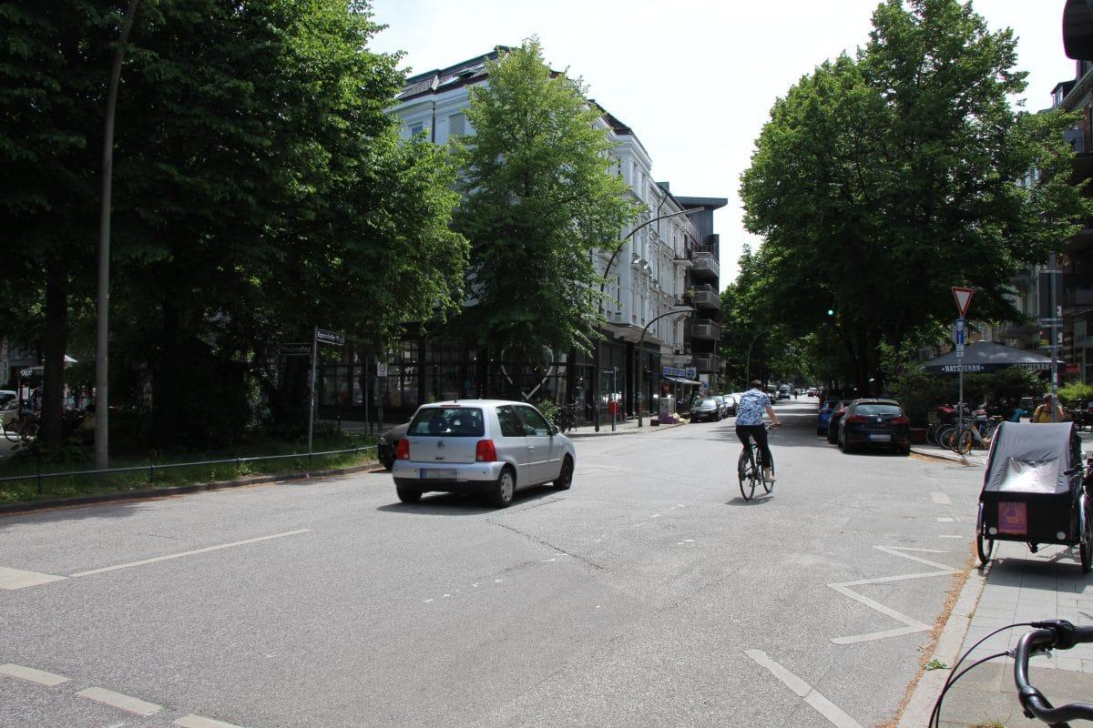 Momentan prägen Autos diesen Abschnitt des Eppendorfer Wegs.