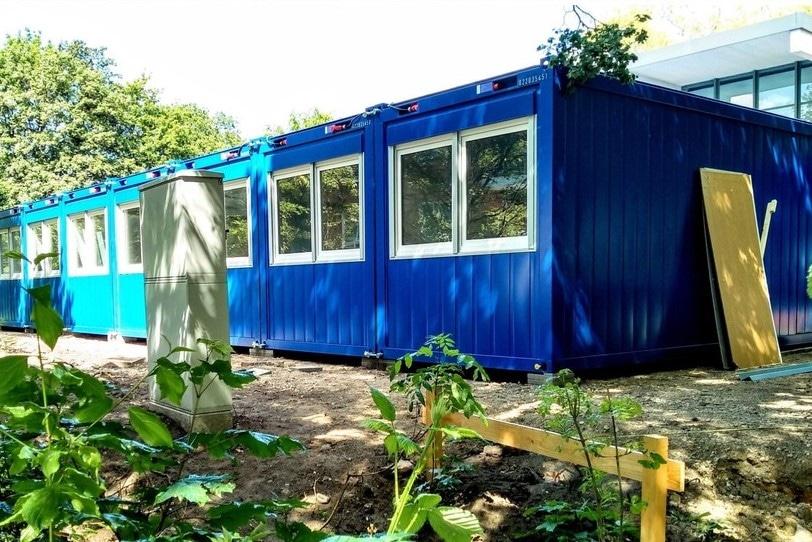 Die enzianblauen Container beherbergen demnächst das Eidelstedter Bürgerhaus. Foto: Holger Börgartz / Eidelstedter Bürgerhaus
