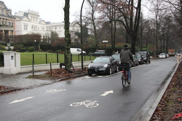Unfall auf Fahrradstraße Harvestehuder Weg. Foto: Lisa Eißfeldt