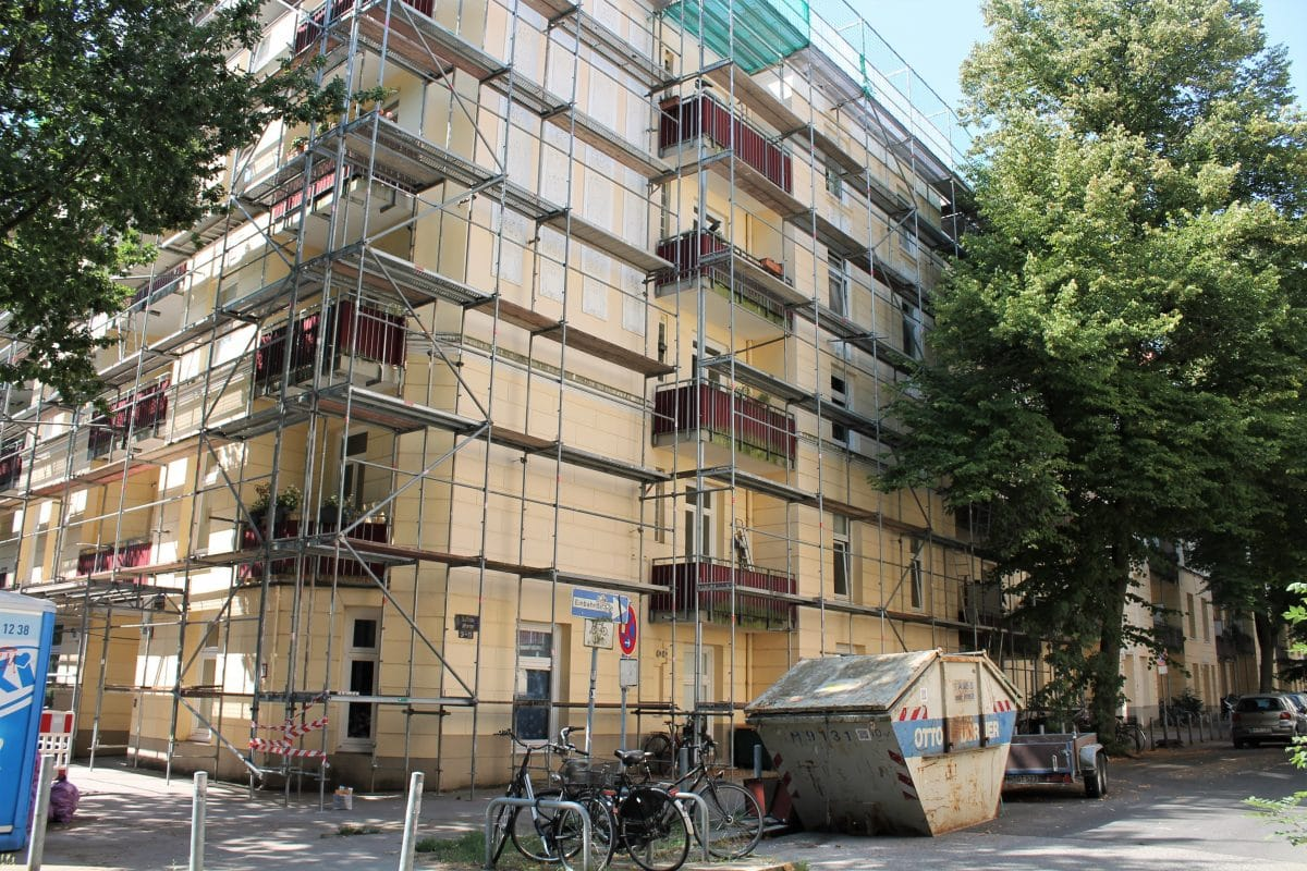 In der Schwenckestraße brannte der Dachboden eines Mehrfamilienhauses. Foto: Marianne Bruhns