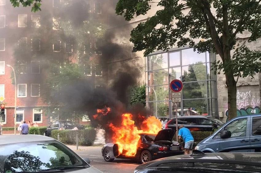 Im Heußweg brannte heute Nachmittag ein Auto.