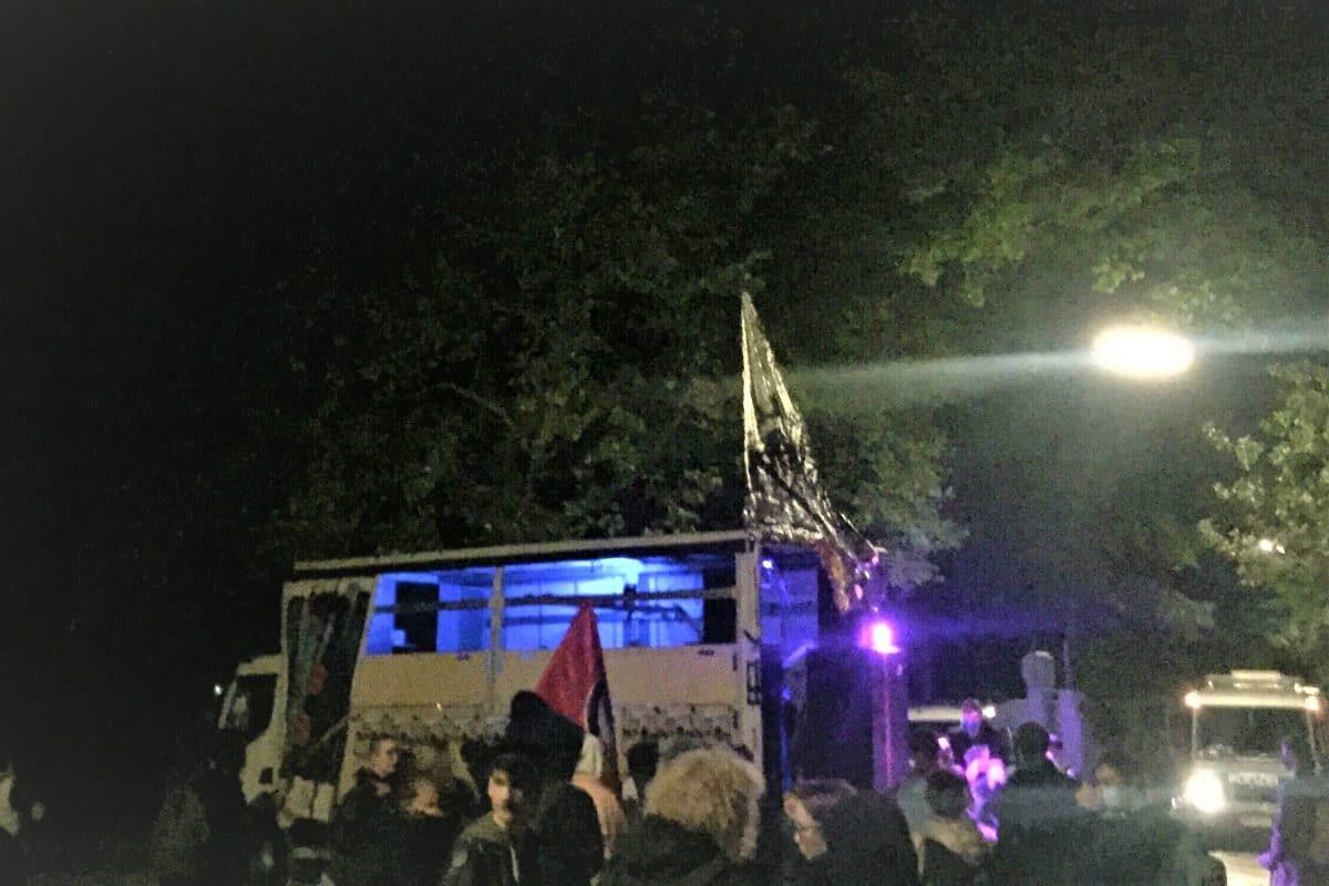 Gegen Ende der Kundgebung waren noch rund 50 Demonstrierende im Harvestehuder Weg.