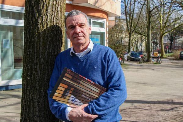 Der Eimsbütteler Fotograf Marcus Gundelach hat einen Bildband über seinen Stadtteil herausgebracht. Foto: Vanessa Leitschuh