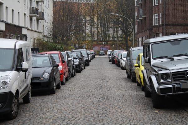 Vollgeparkte Straßen in Eimsbüttel - ist Anwohnerparken die Lösung?
