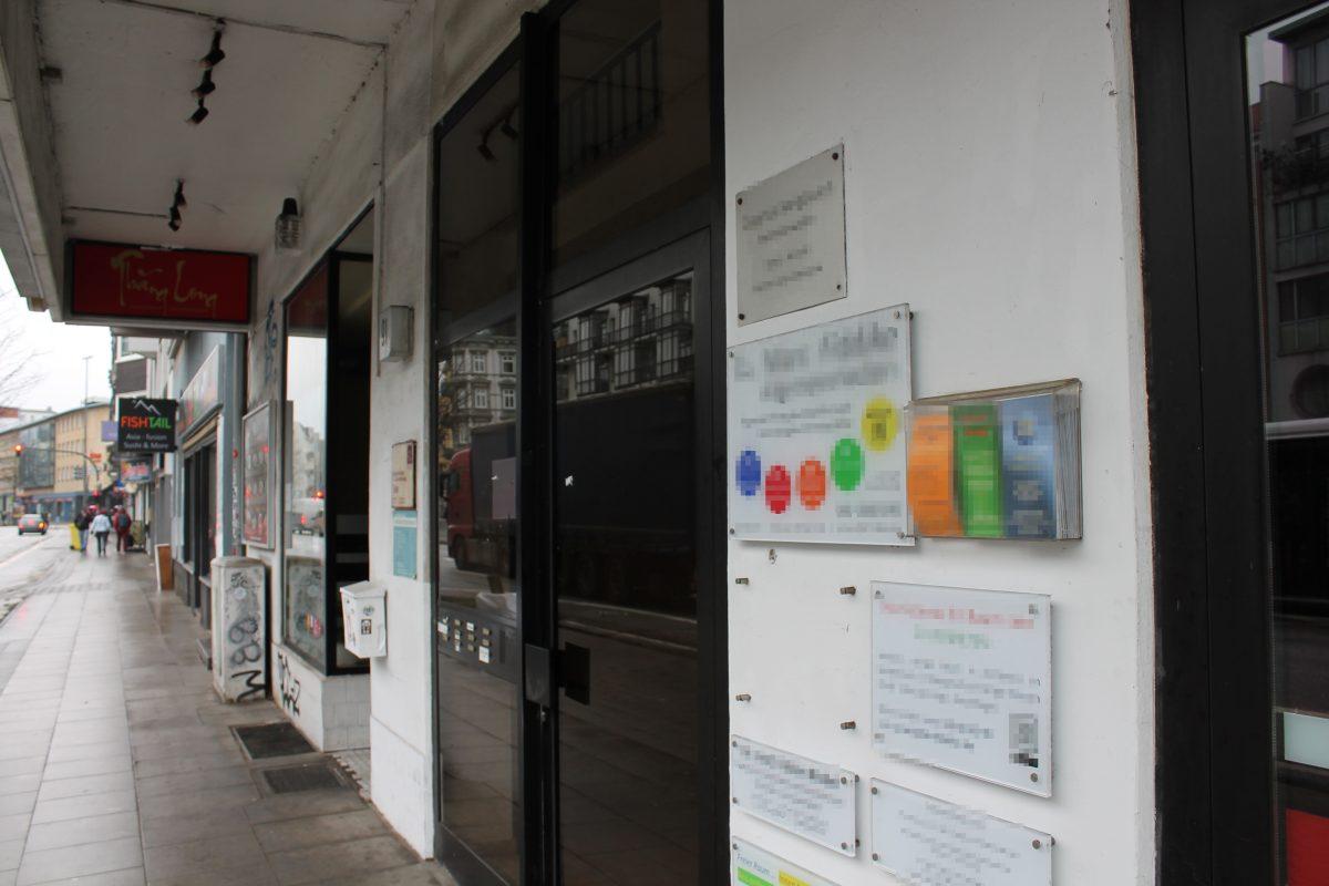 Die Polizei durchsuchte die Praxis des 56-jährigen Arztes in der Grindelallee.