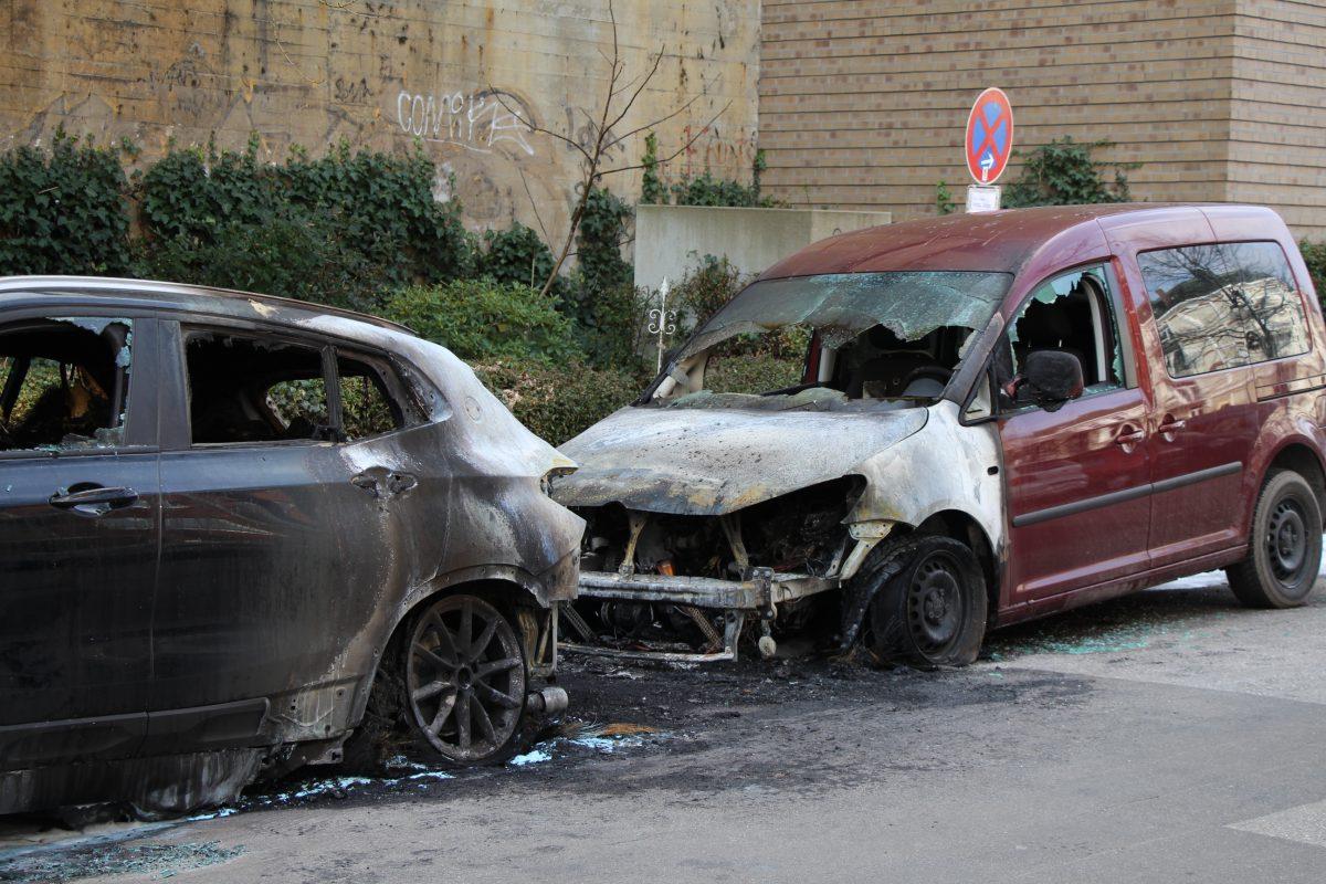 In der Sillemstraße haben drei Autos gebrannt. Foto: Marianne Bruhns