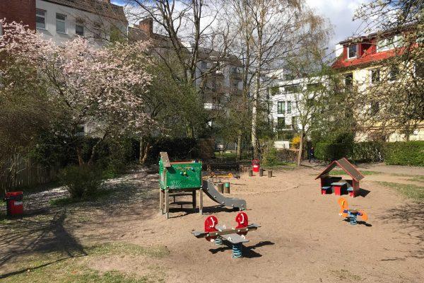 Spielplatz Bezirksamt Weidenallee Fettstraße