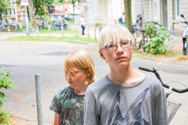 Kinder gestalten ihren Stadtteil: Maël und Lyonel Krumnow wollen die verlorenen Gärten in der Armbruststraße zurückholen. Foto: Julia Haas